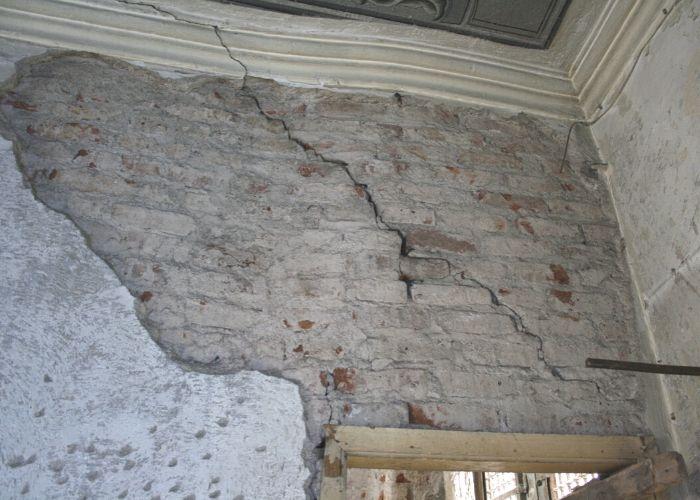 Eski Liman Başkanlığı Binası Restorasyon Öncesi Duvardaki Çatlak