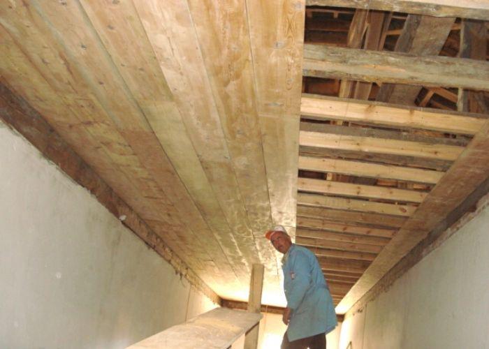 Atatütk İlköğretim Okulu Koridor Tavanları Ahşap Yenileme