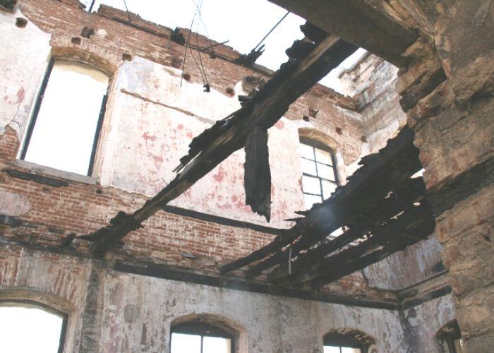 Binanın yangın sonrası içten görünüşü